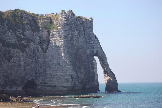 Ablon, ฝรั่งเศส: Juste en traversant le Pont de Normandie Etretat