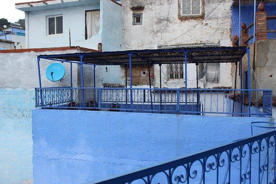Hostel Souika: Une partie de la terrasse.