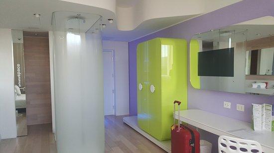 camera e doccia - Foto di Barcelo Milan, Milano - TripAdvisor