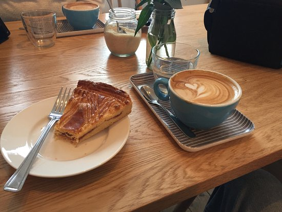 Whitstable, UK: Great coffee and gateau Breton