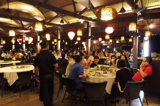 Subang Jaya, Malesia: Restaurant is full of diners