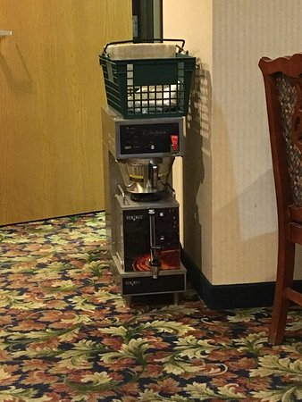 Colfax, IA: This hotel breakfast area is trash. They even made the coffee on the floor. And the guy in the w