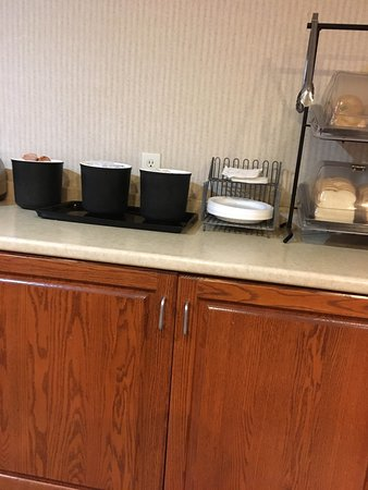 Colfax, Αϊόβα: This hotel breakfast area is trash. They even made the coffee on the floor. And the guy in the w