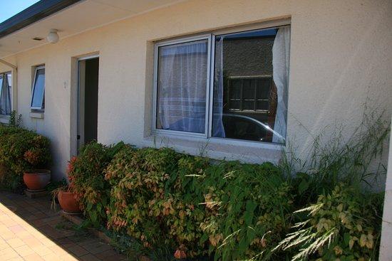 Ann's Volcanic Rotorua Motel and Serviced Apartments: Ausenbereich ist sehr ungepflegt