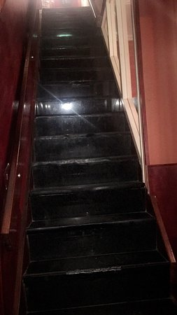 Hotel Continental: Very steep steps