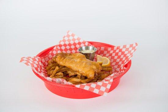 Rouyn-Noranda, Canada: Notre fish & chips en pâte à la bière maison