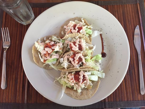 Long Caye, Belize: Fish tacos made with freshly caught Lion fish for lunch.