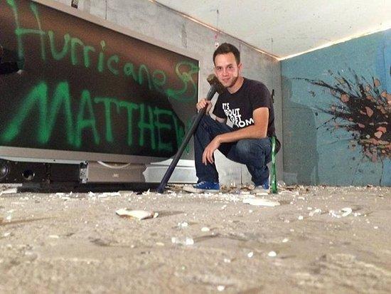 Jacksonville, Carolina del Nord: T.V. Destruction!