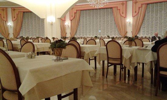 Apollo Hotel Terme: Cena a lume fi candela e musica dal vivo!