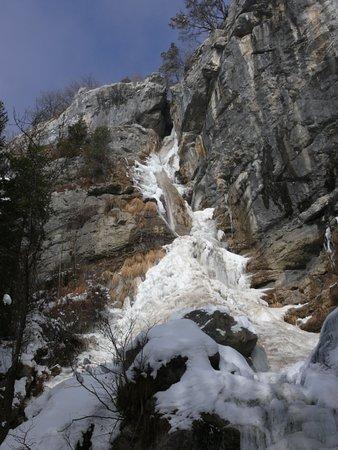 Thones, Francia: chutes pendant la période de gel