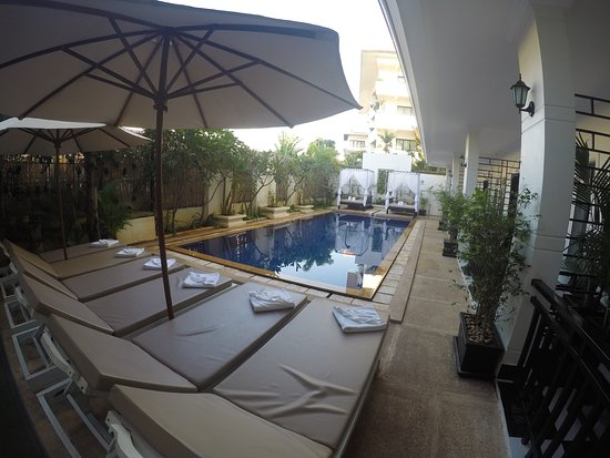 Rithy Rine Angkor Hotel: View at swimming pool