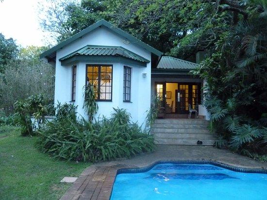 Highgrove House: petite villa avec jardin et piscine privée