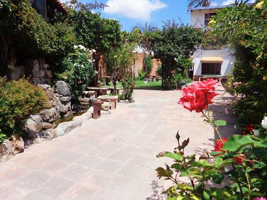 # Pachamama Hostel: Vista del patio