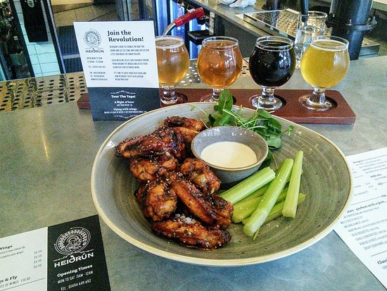 High Wycombe, UK: Flight of beer and Wings £10
