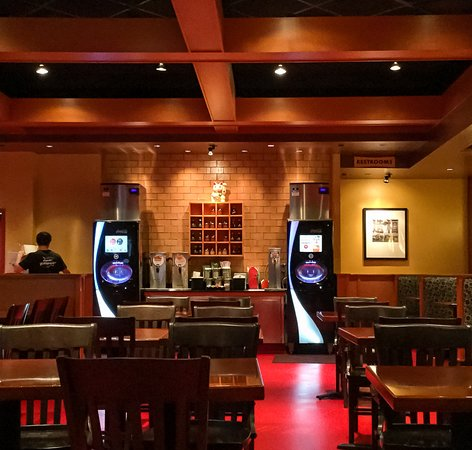 Lake Forest, CA: Self Service Drink area, Plentiful Seating