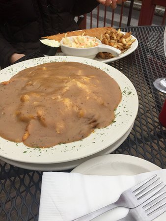 Seneca Falls, Estado de Nueva York: The famous Li'l Emo, chicken tenders, corn and mashed potatoes literally swimming in gravy!