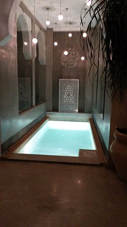 Riad Chayma: Plunge pool at night