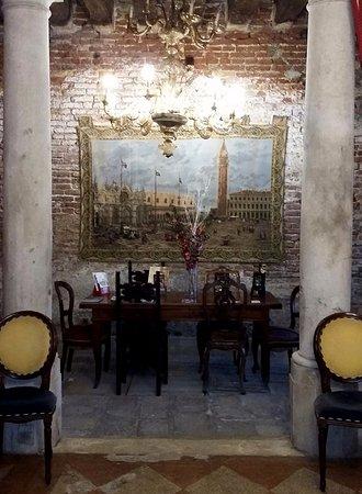 Residenza Ruga Giuffa: Нижний холл