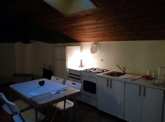 Cucina e angolo cottura - Picture of Palazzo Colombino B&B, Giaveno ...