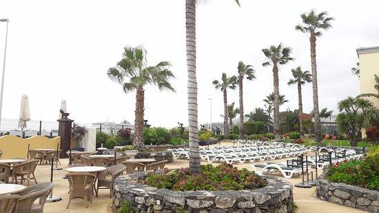 Porto Santa Maria Hotel: vue extérieure à côté de la piscine
