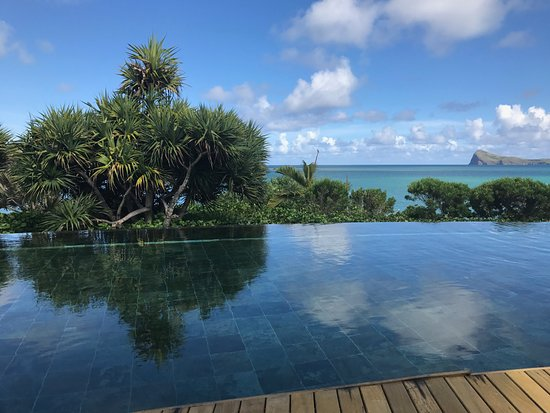 Paradise Cove Boutique Hotel: The view from the infinity pool
