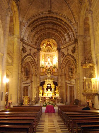 interior of Iglesia de la Virgen del Mar © Robert Bovington