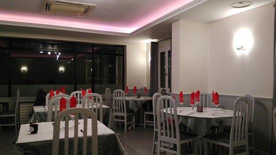 Λε Μενίλ Αμελό, Γαλλία: Casa Nostra: la salle à manger.