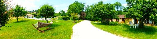 Saint-Andre-d'Allas, Francia: Vue d'ensemble dans le jardin