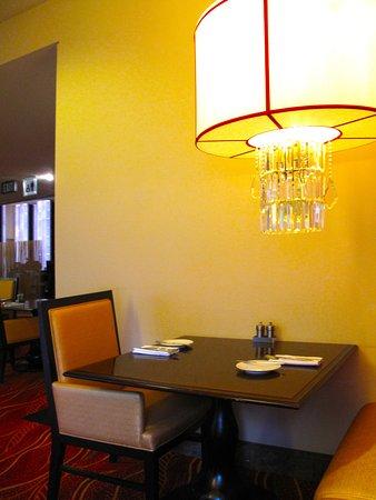 Level III - JW Marriott lobby restaurant seating