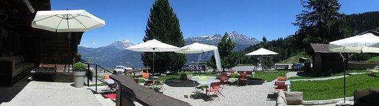 Monthey, Ελβετία: Area around reception and restaurant