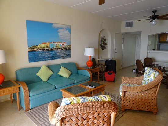 The Royal Sea Aquarium Resort: Living Room In One Bedroom Suite