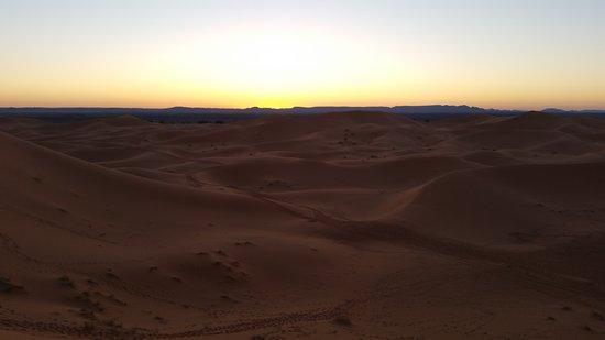 Auberge Chez Tihri 'Suerte Loca': Desierto del Sahara (Erg Chebbi). Haimas.