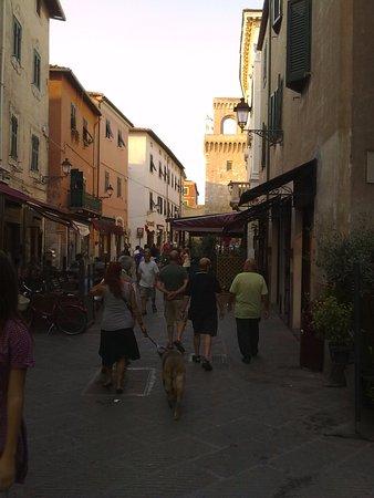Piombino, Italia: Так много людей