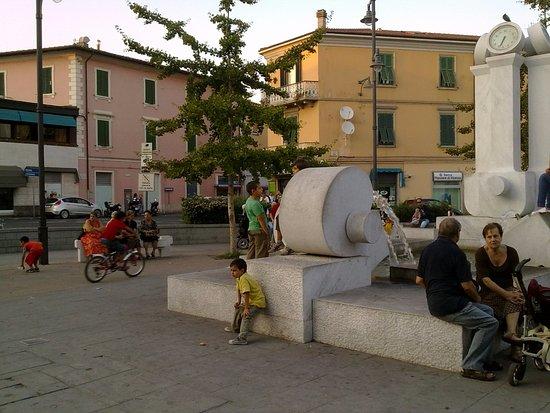 Piombino, Italia: Площадь с бесплатным wi-fi