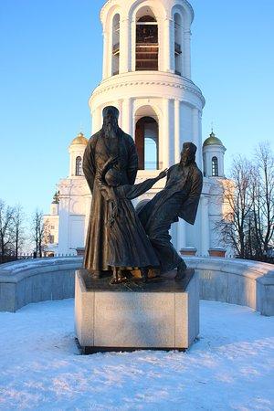 Памятник новомученникам российским