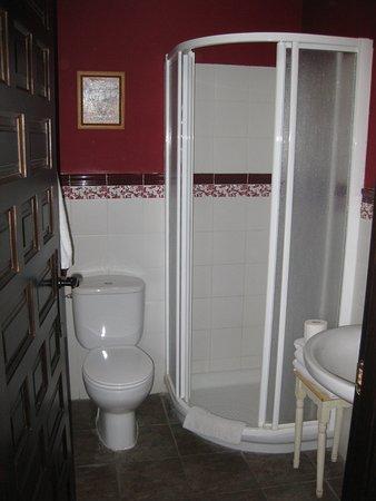 Casa Rural Casa del Comico: baño de la habitacion
