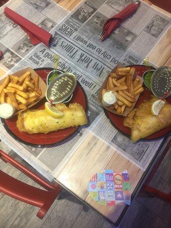 Valbonne, Francia: Fish ´ n chips avec mushy peas et sauce tartare