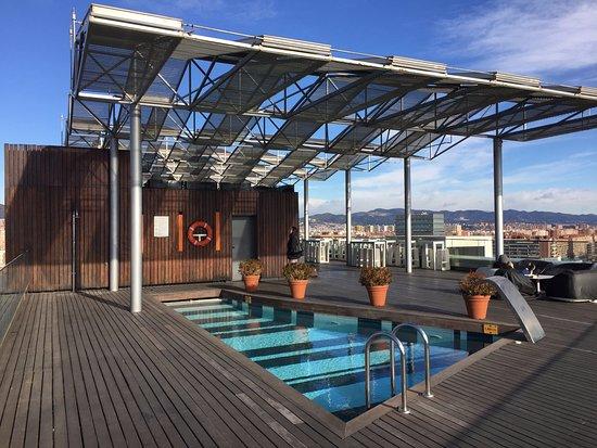 Otro detalle de la terraza billede af the gates diagonal barcelona barcelona tripadvisor - Hotel piscina barcellona ...
