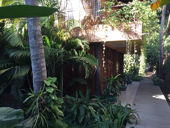 Angkor Village Hotel: The walkway to our room