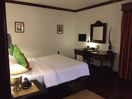 Angkor Village Hotel: Our room
