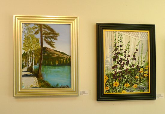 Enderby, Canadá: Many acrylic and oil paintings by local artists.