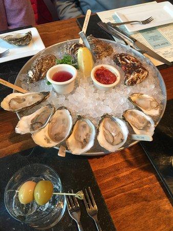 Bristol, RI: Buck-an-oyster!