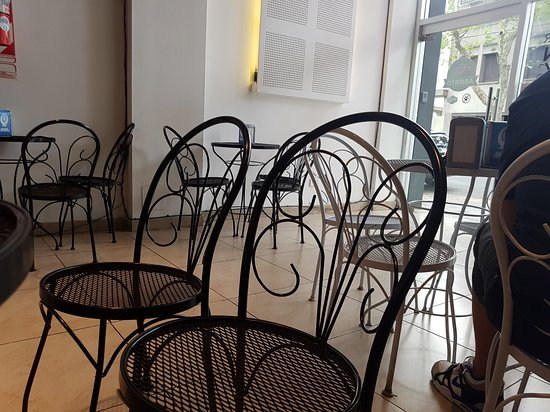 muebles de jardín... - Picture of Kary\'s burger class, Buenos Aires ...