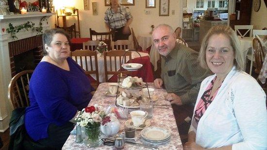 Chester Springs, Pensilvania: Enjoying our Tea and Tea tower