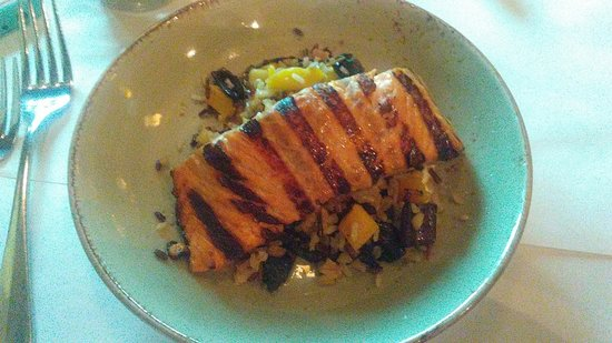 Morris Plains, Нью-Джерси: Salmon at Tabor Tavern