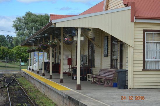 Devonport, Australien: Pulling out of the station