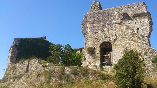 Bucine, Itálie: Castello Cennina - Cennina Castle - Château de Cennina - Castillo de Cennina