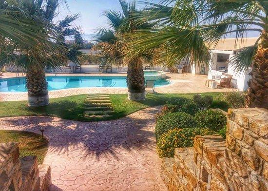 Kastraki, Grécia: swimming pool and garden