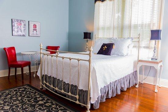 Abbeville, หลุยเซียน่า: Fleur de Lis queen suite honors the French origins of Acadiana