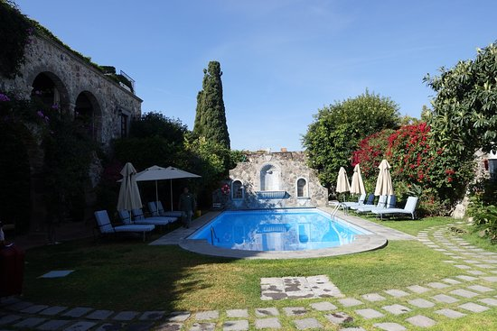 Belmond Casa de Sierra Nevada: relax by the pool - never crowded